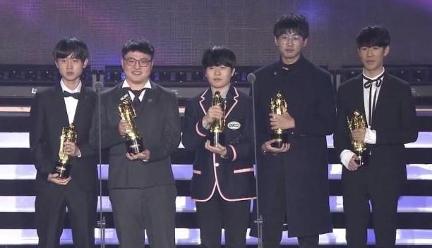 LOL:RNG.Ming荣获年度最佳辅助称号 感言还不忘老东家PDD