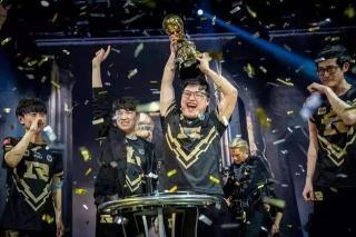 Faker采访放骚话:LCK拿过五次世界冠军 LCK是世界最强赛区