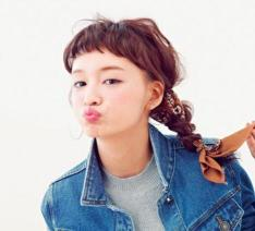 女生披头发侧边编辫子教程,刘海看起来清爽,还吸睛
